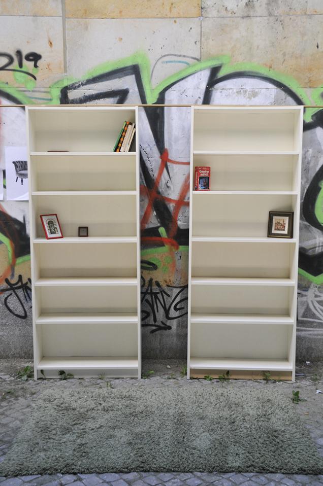 Bücherregal im Brückenwohnzimmer